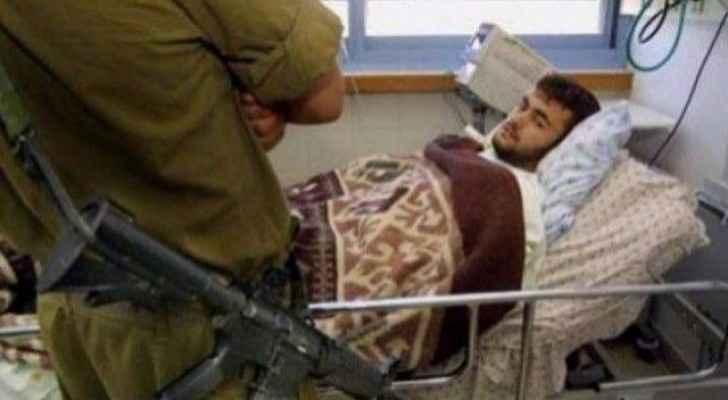 الأسير المصاب رائد الصالحي خلال تواجده بمستشفى هداسا