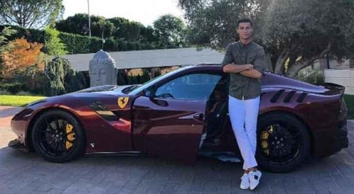 """رونالدو يستعرض سيارته الجديدة على """"الانستغرام"""""""
