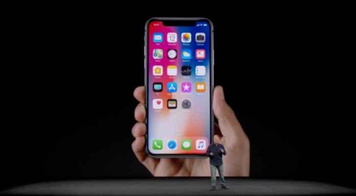 هاتف آيفون X بمزايا تعتبر الأولى في تاريخ شركة أبل