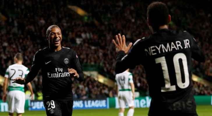 نيمار لاعب باريس سان جيرمان يحتفل باحراز هدف في مرمى سيلتيك