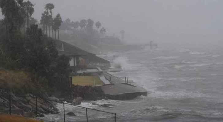 قال المركز الوطني الأميركي للأعاصير إن هوزيه أصبح مجددا إعصارا من الفئة الأولى