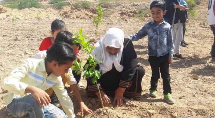 زراعة 500 شجرة في الأغوار الوسطى بدعم من دهانات ناشونال