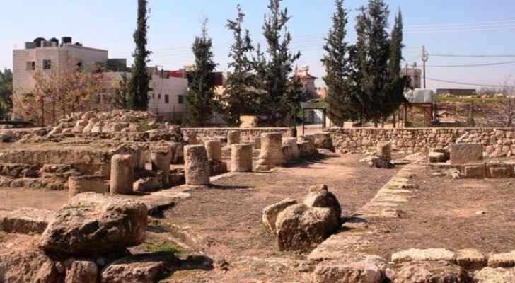 """الاحتلال يصادر أحجارًا أثرية من قصر """"المورق"""" بالخليل"""