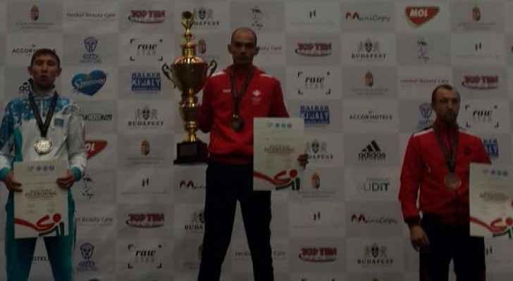 عدي أبو حصوة يحرز لقب بطولة العالم للكيك بوكسينج