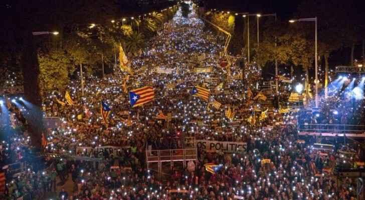 تظاهرة حاشدة في برشلونة للمطالبة بالإفراج عن القادة الانفصاليين
