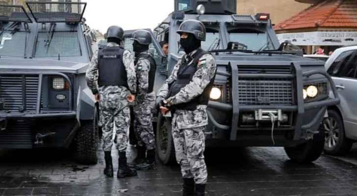 دوريات لقوات الدرك تقف قرب موقع قلعة الكرك خلال الاحداث الإرهابية - ارشيف