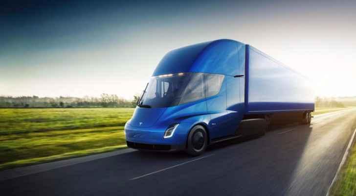 ثورة جديدة في عالم النقل.. شاحنات على الكهرباء