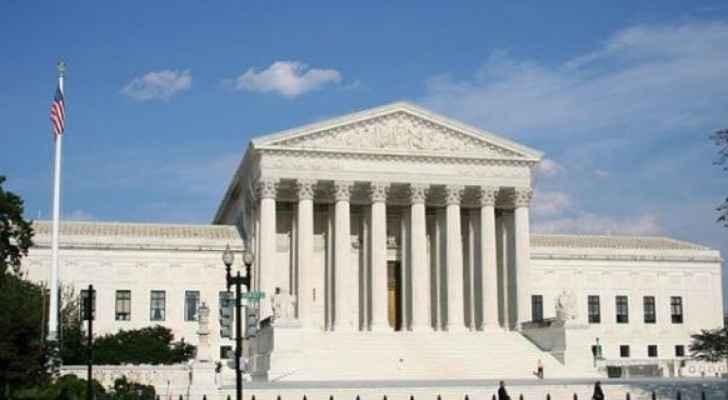 المحكمة الاميركية العليا تسمح بتنفيذ مرسوم ترامب حول مكافحة الهجرة