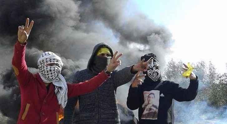جانب من المواجهات بين شبان فلسطينيين والاحتلال