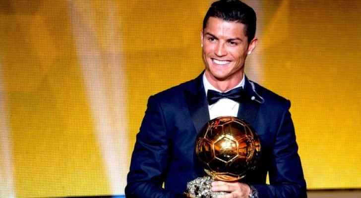 النجم البرتغالي توج بالجائزة للمرة الخامسة في تاريخه