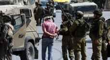 قوات الاحتلال تعتقل 11 فلسطينيا وتفتش عدة منازل في نابلس