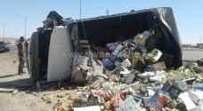بالصور: إصابتان وتناثر للخضار والفواكه بتصادم في القطرانة