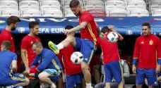 اسبانيا تستهل حملة الدفاع عن لقبها وقمة تجمع إيطاليا ببلجيكا