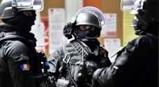 فرنسا تحقق مع اثنين بشأن مقتل شرطيين