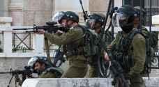 استشهاد فلسطيني وإصابة آخرين برصاص الاحتلال
