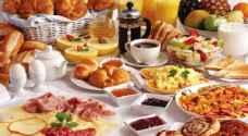 خبير تغذية يحذر من تناول طعام الإفطار بعد الآذان مباشرة