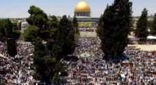 عشرات الآلاف يؤدون صلاة العيد في الأقصى