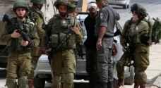 قوات الاحتلال تغلق إذاعة بالخليل وتعتقل 5 من موظفيها