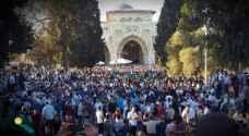 عشرات آلاف يؤدون صلاة العيد في المسجد الأقصى