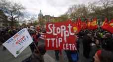 الالمان في الشارع احتجاجا على مشروع التبادل الحر عبر الاطلسي