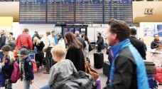 آلاف الركاب يعلقون في مطارات العالم.. تفاصيل