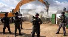 الاحتلال يهدم منزلا ويخطر بهدم اخر شرق نابلس