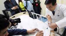 بالفيديو: أطباء التجميل يزرعون أذنا في ذراع مريض