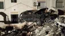 بالصور: اصابة بحادث اصطدام مركبة بسور منزل في اربد