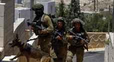 الاحتلال يداهم بيت أمر ويسلم أوامر لمواطنين لمراجعة مخابراته