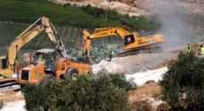 قوات الاحتلال تجرف أراضي زراعية في مدينة الخليل