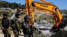 الاحتلال الاسرائيلي يخطر بهدم مسجد و16 مسكنا جنوب الخليل