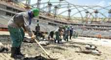خوذات مبردة.. لعمال بناء الملاعب في قطر