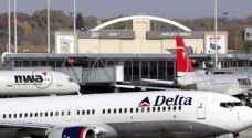 طائرة تضطر للعودة إلى المطار بسبب شخصين مزعجين