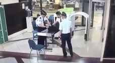 بالفيديو.. الطيار 'السكران' يثير رعب الركاب