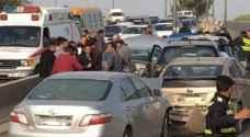بالفيديو.. اصابات بحادث تصادم ٣ مركبات وأزمة سير خانقة على طريق اربد عمان