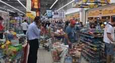 بالصور .. القطريون يفرغون المتاجر بعد إغلاق الحدود