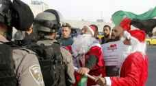 بالصور .. 'سانتا كلوز' الفلسطيني يناهض قرار ترمب على طريقته