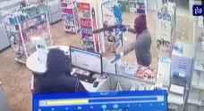 شاهد فيديو سرقة صيدلية في الشميساني بعمان