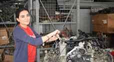 حسناء لبنانية تعمل مكانيكية وتتدرب على سباق السيارات ..صور