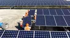 الطاقة تدعو 45 شركة لتقديم عروضها لمشروعات توليد الكهرباء من الشمس والرياح