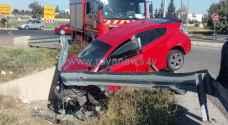 4 إصابات بتصادم 3 مركبات على طريق المطار.. صور
