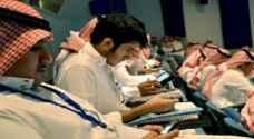 وسائل التواصل الاجتماعي تُهدد 10% من سكان الخليج بأمراض الرقبة