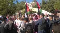 متقاعدو الأمن يطالبون بصرف الإسكانات.. صور