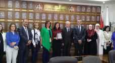 نقيب المحامين يكرم طالبة أردنية حاصلة على جائزة أفضل مشروع تطبيقي بالعالم