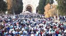 100 ألف فلسطيني يؤدون صلاة العيد في المسجد الأقصى.. فيديو
