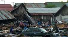 مئات القتلى في زلزال إندونيسيا والتسونامي الناجم عنه .. صور