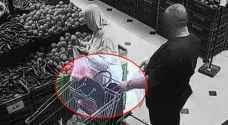 القبض على شخص قام بمغافلة احدى السيدات وسرقتها في عمان.. فيديو