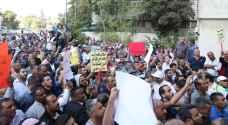 موظفو البلديات يعتصمون أمام الوزارة للمطالبة بحقوقهم - صور