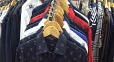 الجمارك تضبط مصنع ألبسة مقلدة
