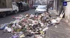"""بعد تردي الأوضاع في مختلف المحافظات.. """"البلديات"""" توفر خططا بديلة لجمع النفايات"""
